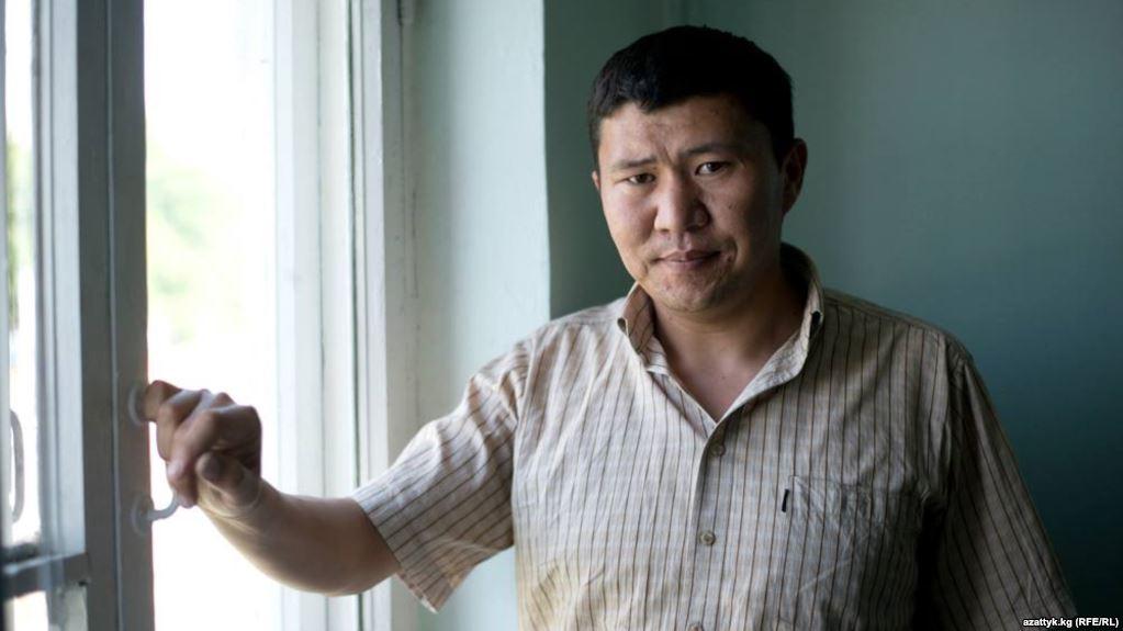 В Оше совершено нападение на журналиста «Азаттыка» Ыдырыса Исакова