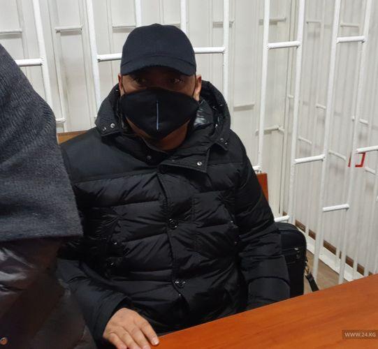 Почему? Судья по делу Райымбека Матраимова удалила прессу, зал закрыли на замок