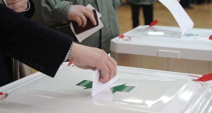 11 апреля — референдум. Большинство депутатов парламента проголосовали за