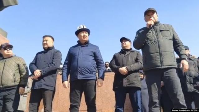 Выступая на митинге в поддержку Матраимова, депутаты дискредитировали СМИ