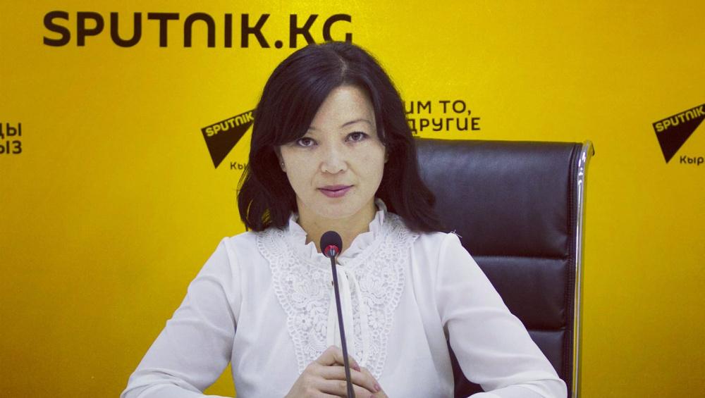 На встрече баткенцев с Ташиевым напали на журналиста Sputnik Кыргызстан Зульфию Тургунову