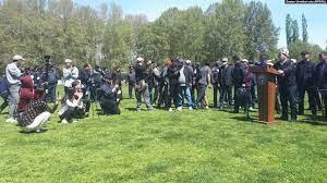 «Снимите настоящий глас народа». Митингующие в Куршабе прогнали журналиста телеканала «Регион ТВ» — ресурс принадлежит Ташиеву