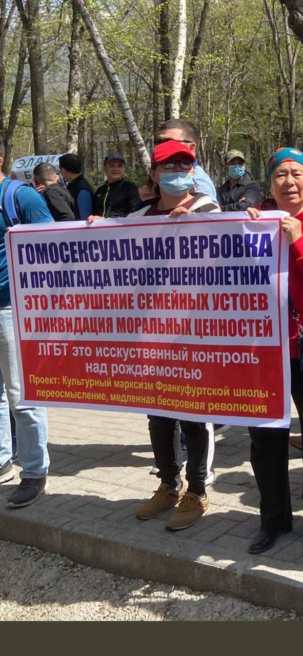 Одним кадром: Самый многозначительный плакат митинга против НПО