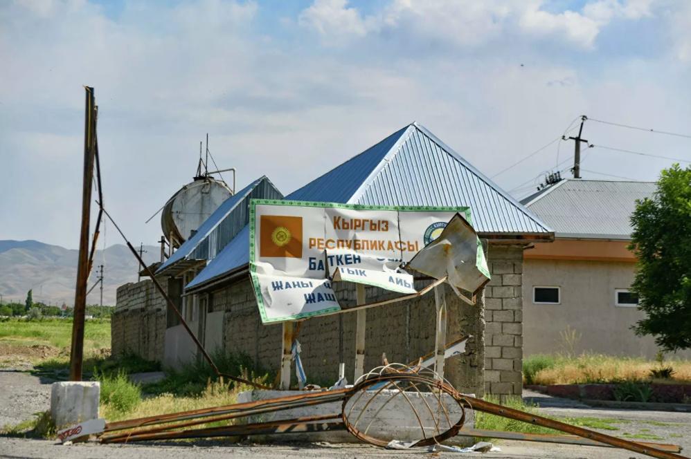 «Sputnik Таджикистан» выдал разрушенные дома кыргызстанцев за дома таджикистанцев