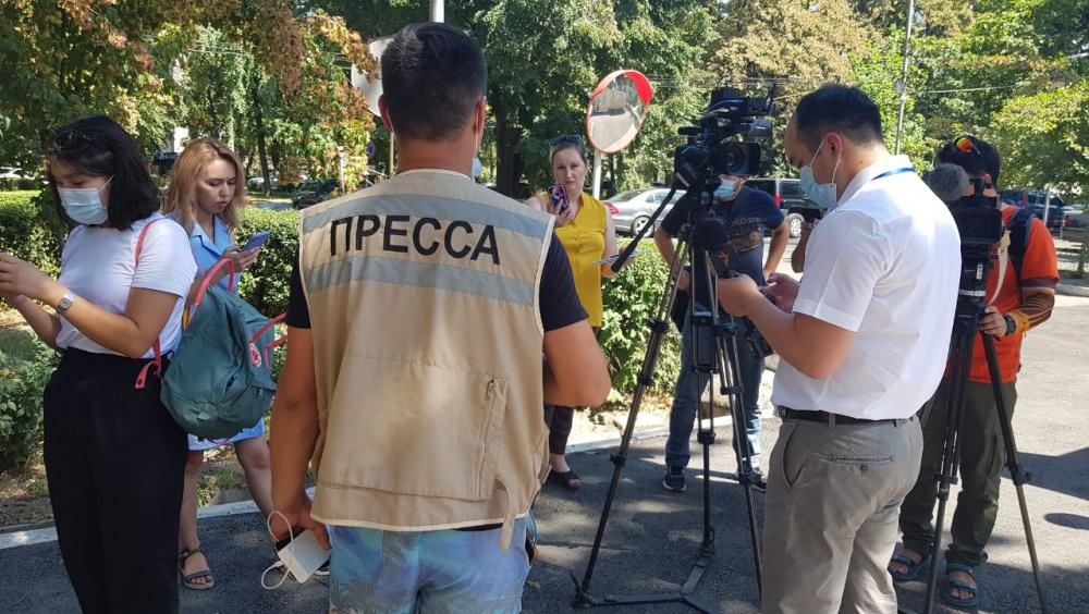 Некоторые СМИ не пустили на пресс-конференцию к главе ГКНБ Камчыбеку Ташиеву