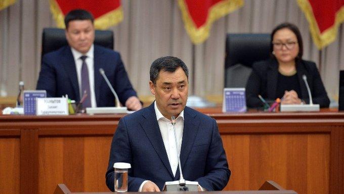 Садыр Жапаров просит Жогорку Кенеш поддержать скандальный законопроект о блокировке фейков
