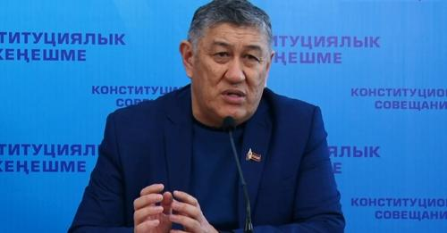 Одной цитатой: Госсекретарь Абыкеев считает, что критиковать президента — это «плевок в лицо 83% народа»